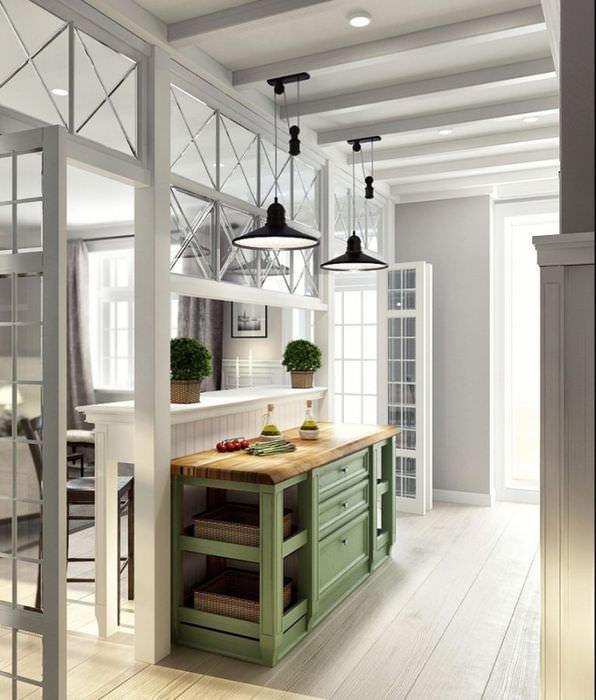 Остекленная деревянная перегородка на кухне в стиле прованс