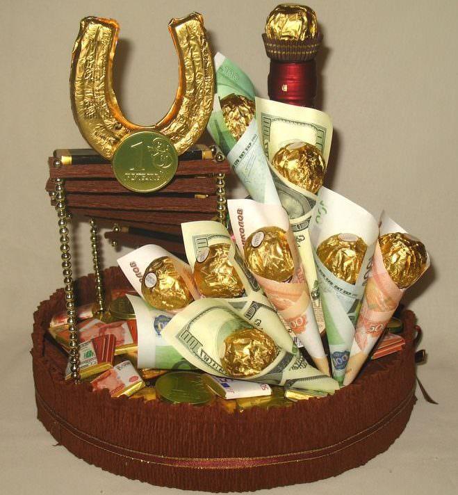 Подарочный букет с коньяком и конфетами для мужчины