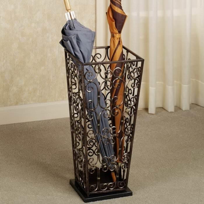 Кованная подставка для зонтов в прихожую