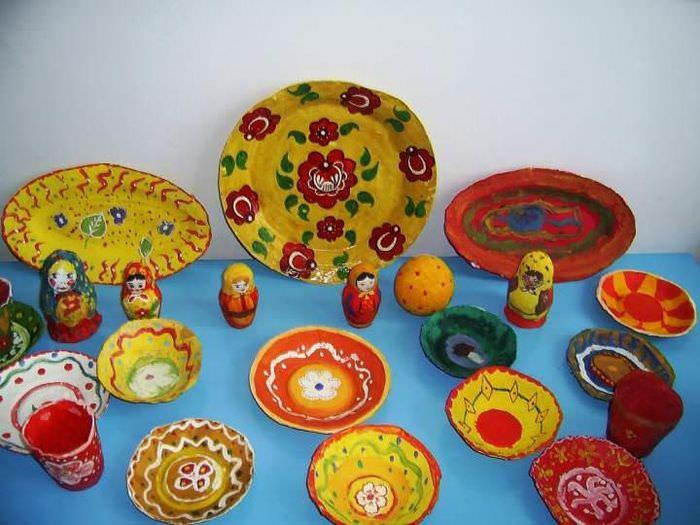 Декоративный сервиз из папье-маше для декорирования кухонного пространства