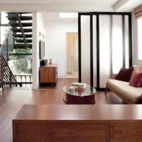 пример применения перегородки в интерьере квартиры фото
