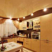 вариант красивого стиля потолка на кухне картинка