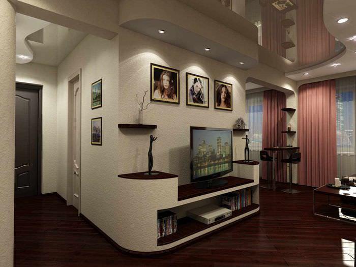 пример яркого стиля проходной гостиной