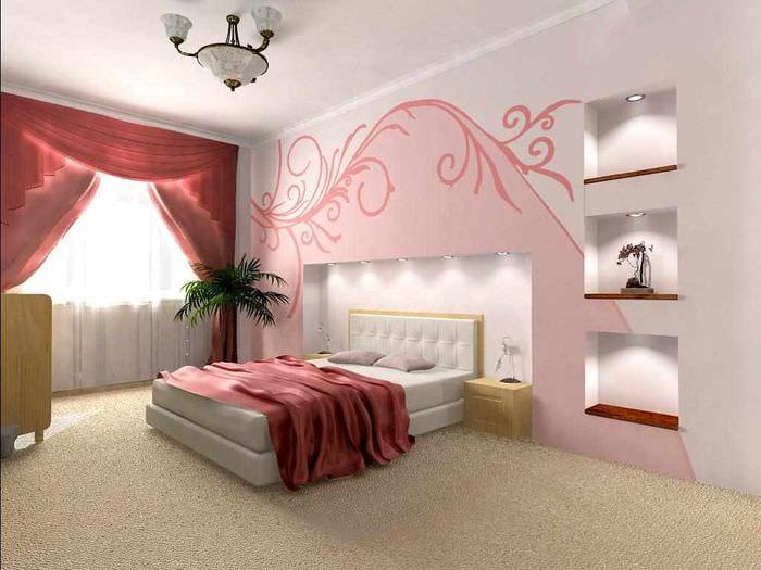 вариант яркого украшения декора стен в спальне