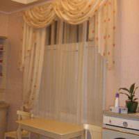 пример светлого стиля окна на кухне картинка