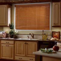 вариант красивого декора окна на кухне фото