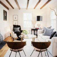 пример светлого дизайна проходной гостиной фото