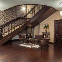 пример яркого стиля лестницы в честном доме картинка