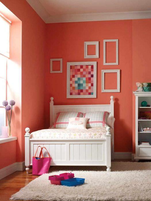 вариант сочетания яркого персикового цвета в стиле квартиры