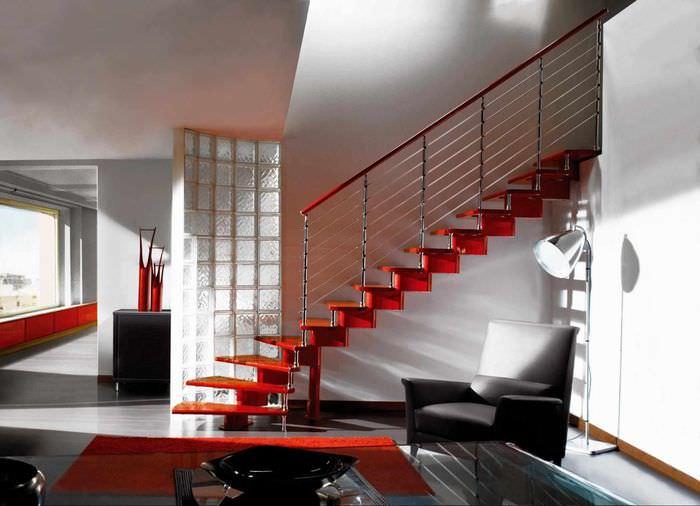 год, дизайн металлических лестниц в частном доме фото женщина
