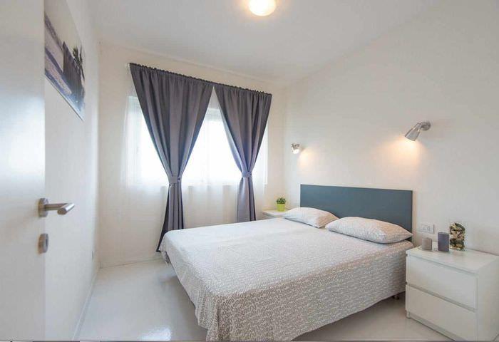 пример светлого проекта дизайна спальной комнаты