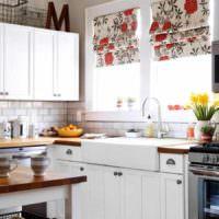 идея красивого стиля окна на кухне фото