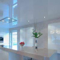 пример необычного интерьера потолка на кухне картинка