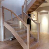 идея яркого дизайна лестницы фото