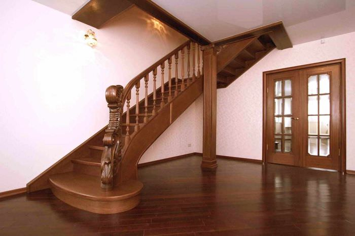 пример яркого дизайна лестницы