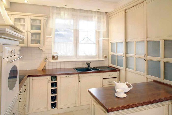 идея красивого стиля окна на кухне