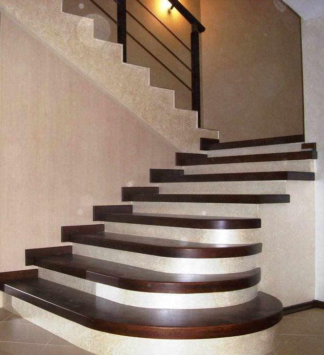 пример красивого интерьера лестницы