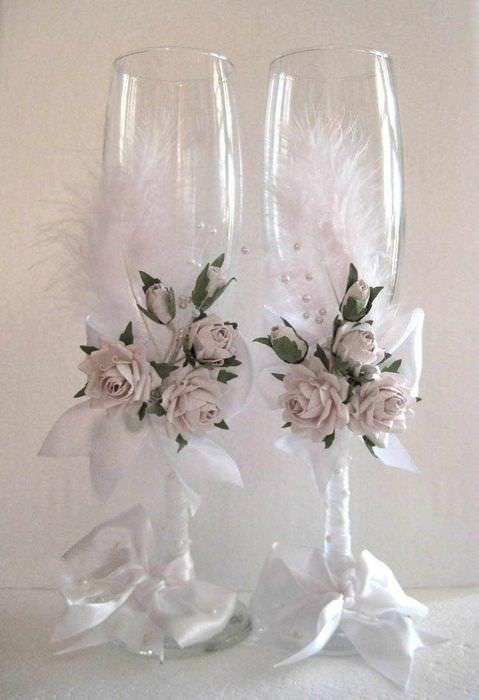 идея красивого оформления декора свадебных бокалов