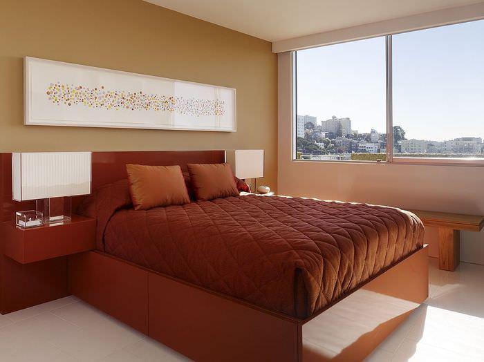 Дизайн спальни с окном без занавесок