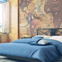 Старинная карта на фотообоях в спальне