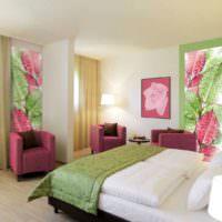 Зеленые и розовые оттенки в спальне с фотообоями