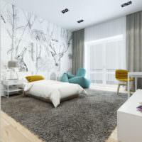 Просторная спальня с фотообоями на стене