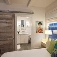 Сдвижная дверь в спальне 12 кв метров