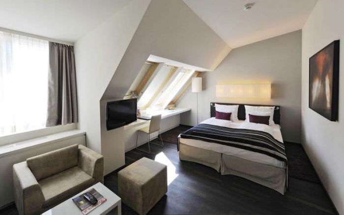 Спальня 12 кв м в мансарде загородного дома
