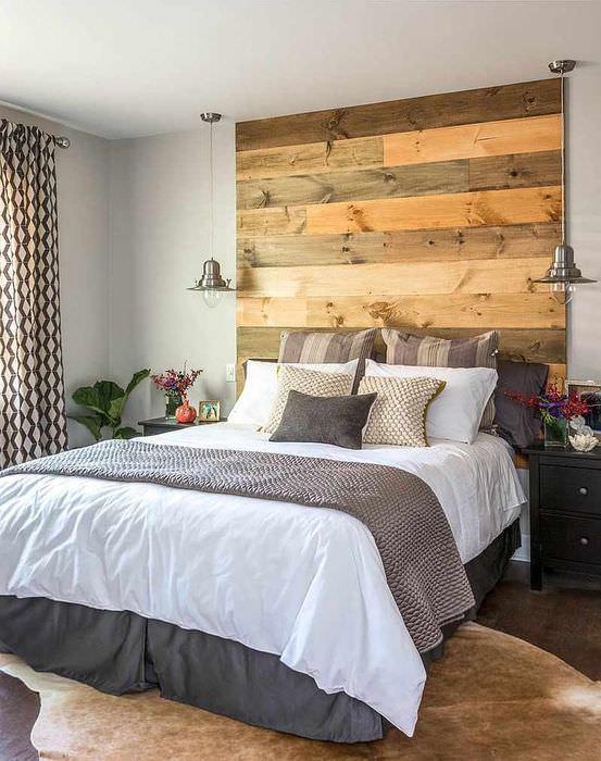 оформление зоны кровати в спальне фото этим праздником связанно