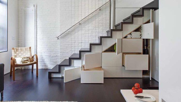 идея красивого дизайна лестницы в честном доме