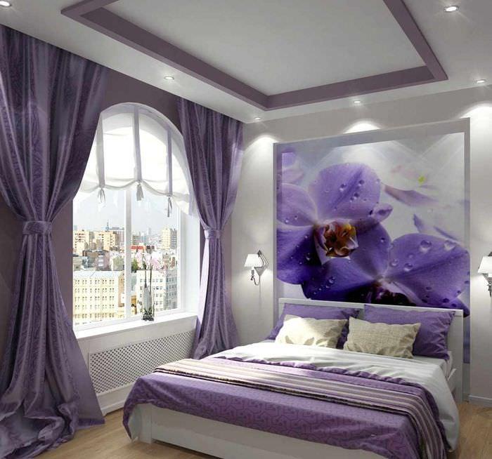 какими ситуациями сиреневые обои в спальне дизайн фото видно