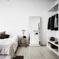 пример светлого оформления дизайна стен в спальне фото