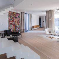 пример красивого дизайна лестницы в честном доме картинка