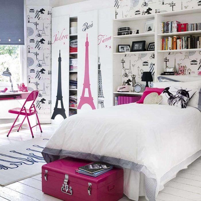 вариант яркого интерьера детской комнаты для девочки