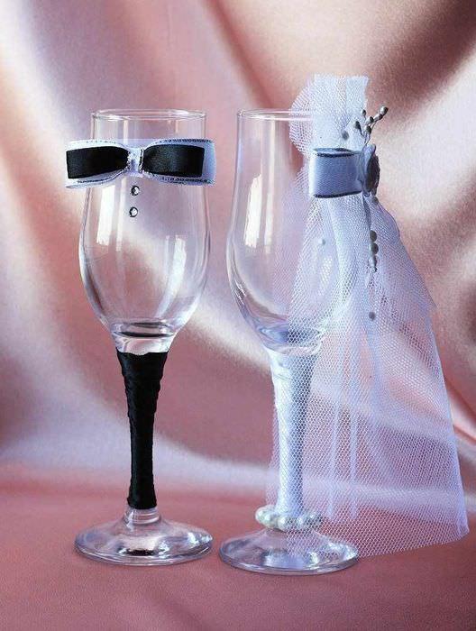 пример яркого оформления стиля свадебных бокалов