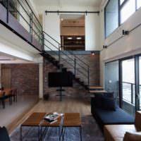 пример светлого дизайна лестницы фото