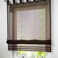пример яркого стиля окна на кухне картинка