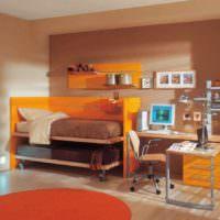 пример сочетания яркого персикового цвета в декоре квартиры картинка