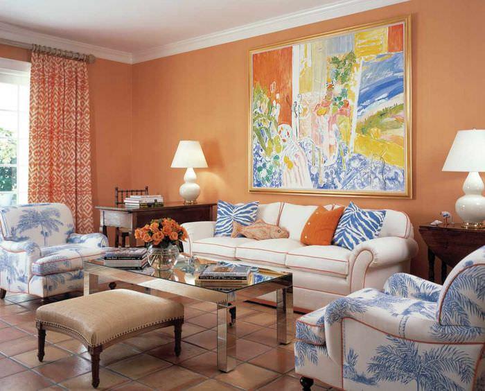 пример сочетания яркого персикового цвета в дизайне квартиры