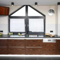 вариант необычного дизайна окна на кухне картинка
