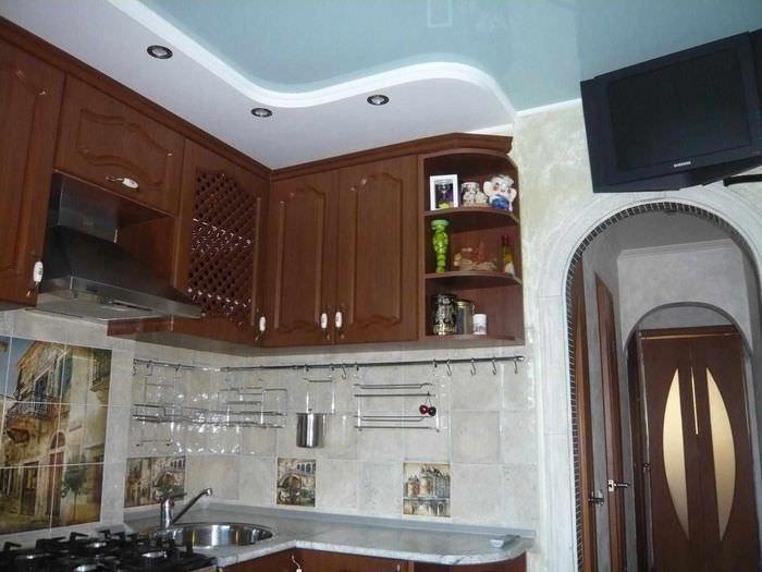 навесной потолок на кухню фото больших малых половых