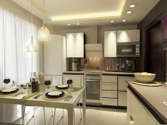 вариант яркого стиля потолка кухни