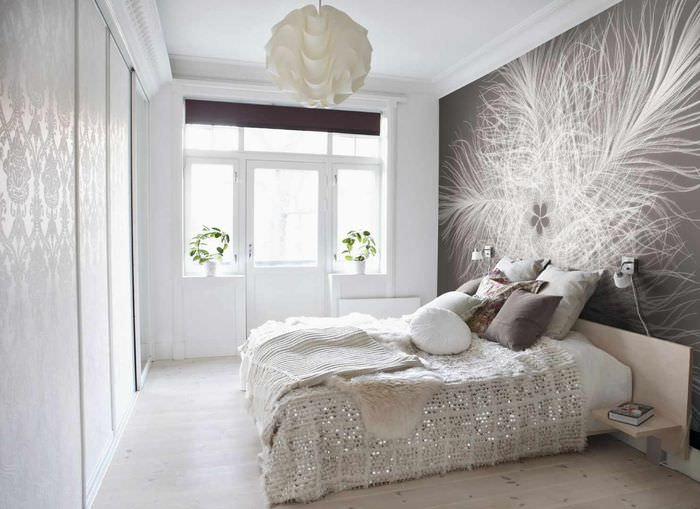 вариант светлого украшения стиля стен в спальне