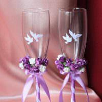 идея красивого украшения стиля свадебных бокалов картинка