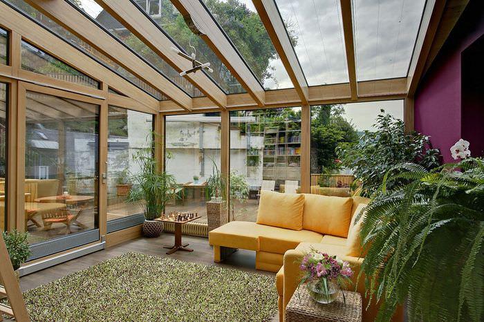 Стеклянная крыша в дизайне дачной веранды
