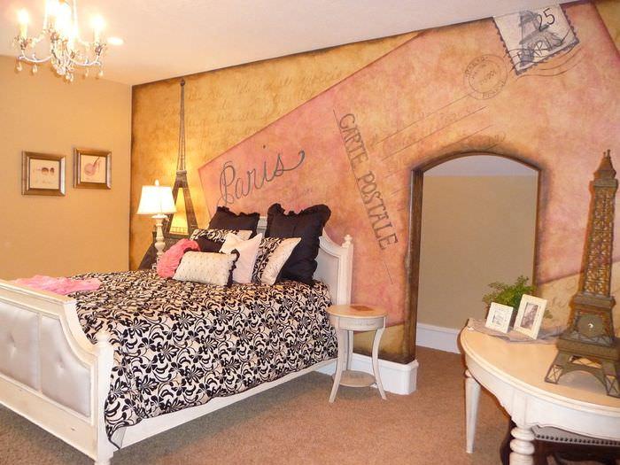 Спальня во французском стиле с фотообоями на стене