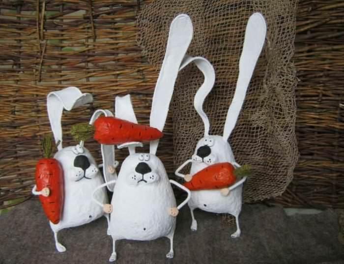 Декоративные фигурки зайцев из папье-паше для декорирования интерьера