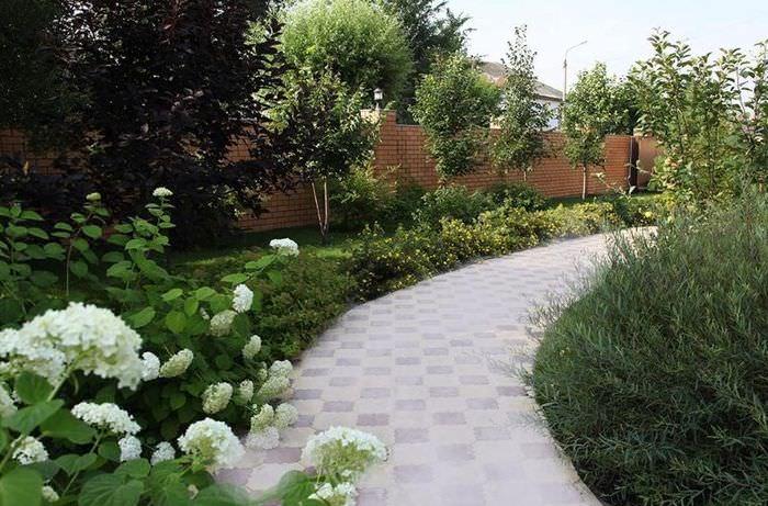 Садовая дорожка в ландшафтном дизайне