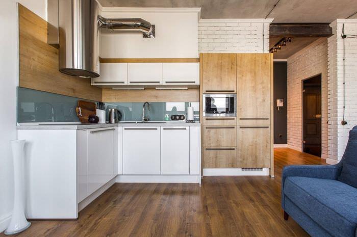 Модный интерьер кухни с матовыми фасадами