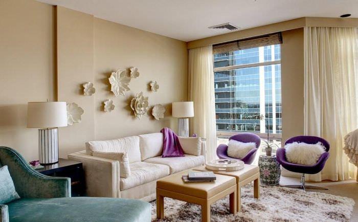 Стильное оформление гостиной в пастельных тонах